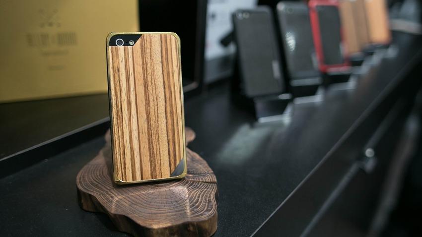 wood-iPhone-5-case